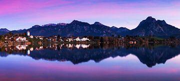 Hopferau - Dorf am Hopfensee mit Alpenpanorama von Frank Herrmann