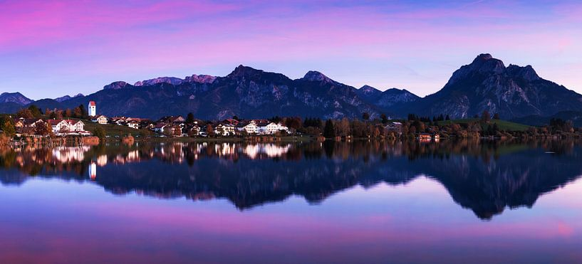 Hopferau - dorp aan de Hopfensee met alpenpanorama van Frank Herrmann