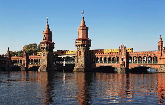 Oberbaumbrücke over de Spree met ondergrondse trein