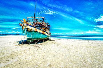 gestrand op verlaten strand Thailand van