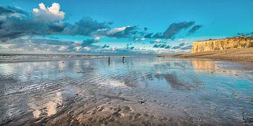 Het strand van Le Tréport, Normandië, Frankrijk, bij zonsondergang van