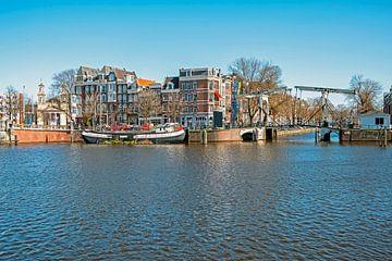 Stadsgezicht van Amsterdam aan de Amstel van Nisangha Masselink