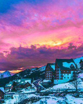 Kleurrijke zonsondergang boven de Franse Alpen van Mick van Hesteren