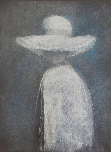 Elegante vrouw met witte  zonnehoed. van Ineke de Rijk