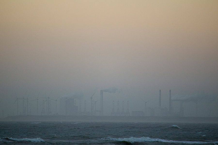 Dutch beach in the fog van Paul Teixeira