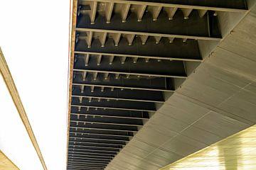 Prins Willem Alexanderbrug : detail van de onderkant brug van Jeroen Hoogakker