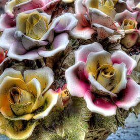 Stenen bloemstuk van W J Kok