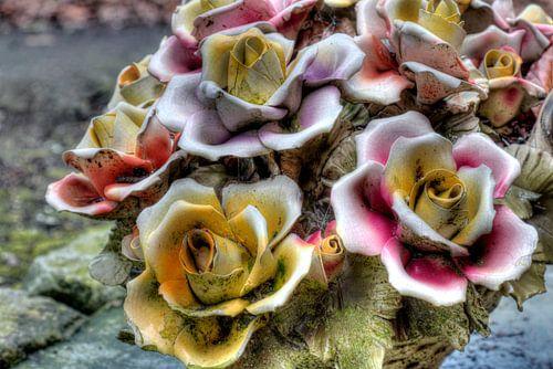 Stenen bloemstuk van