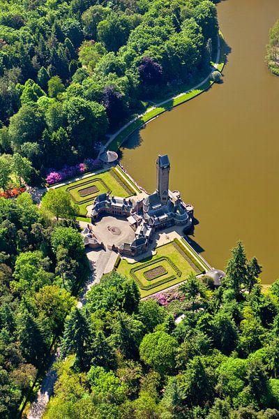 Vue aérienne du pavillon de chasse Sint Hubertus près d'Otterlo sur Frans Lemmens