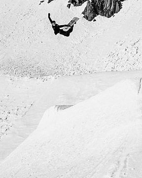 Methode Grab Schwarz-Weiß-Foto-Snowboarder von Hidde Hageman