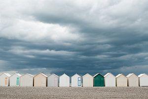 Strandhuisjes langs de Franse kust van Hans Wijnveen