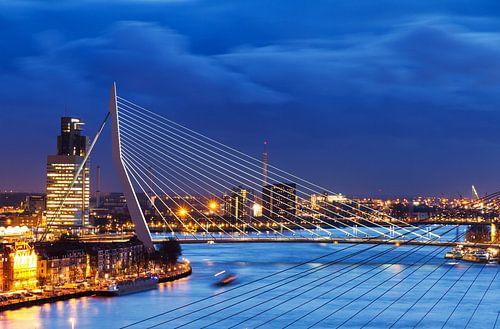 Erasmusbrug blauwe uur