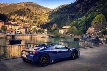 Ferrari 458 Aperta an einem See im Dorf Italien von Ansho Bijlmakers