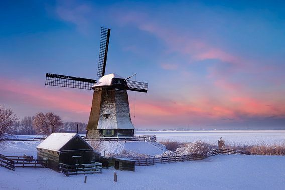 Molen in een winter landschap van Peter Bolman
