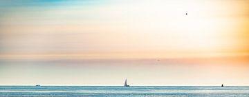 Warme zomerse dag aan het strand in pastel van Alex Hiemstra
