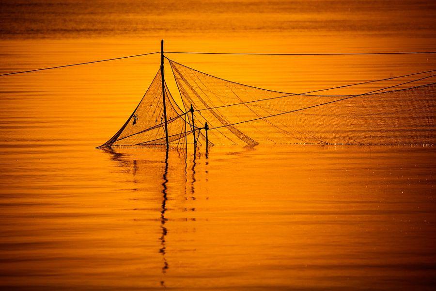 Visnetten bij zonsondergang