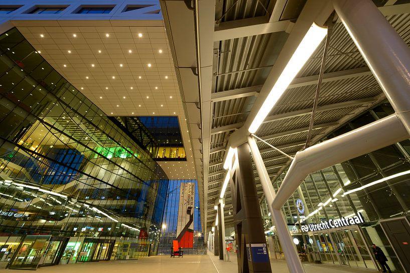 Stadskantoor en Station Utrecht Centraal van Donker Utrecht