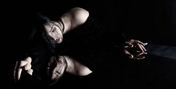 Sexy Aziatische vrouw met spiegelbeeld