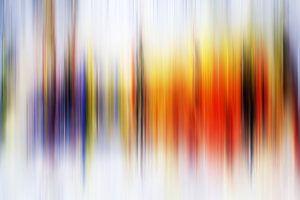 Modernes, abstraktes digitales Kunstwerk in Orange-Lila von Art By Dominic