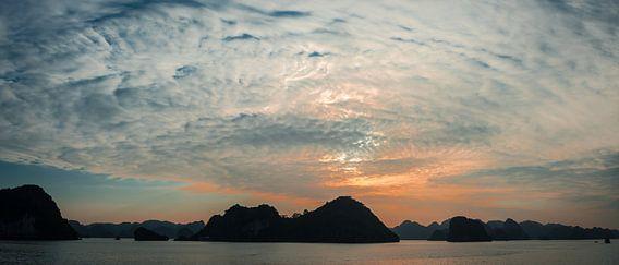 Zonsondergang in Halong Bay, Vietnam
