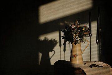 Vintage Stillleben - Licht und Schatten von Gonnie van Roij