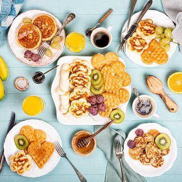 Petit-déjeuner sain, crêpes et gaufres sur Iryna Melnyk