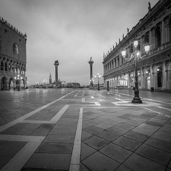 Italië in vierkant zwart wit, Venetië - San Marco plein I van Teun Ruijters