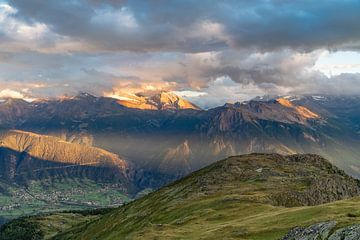 Sonnenuntergang im Wallis von Martijn Joosse