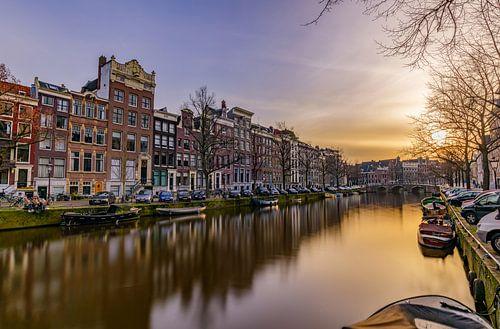 Kanaal in Amsterdam bij zonsondergang van Gea Gaetani d'Aragona