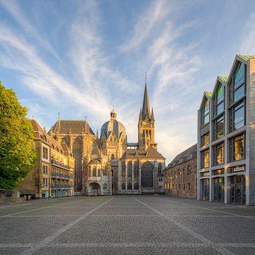 La cathédrale d'Aix-la-Chapelle sous le soleil du soir sur Michael Valjak