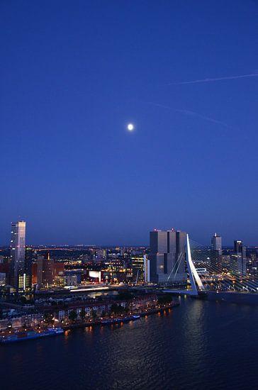 Rotterdam bij Maanlicht van Marcel van Duinen