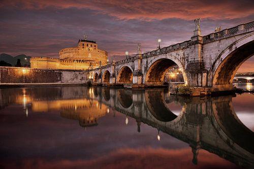 Castel Sant'Angelo mit Aeliusbrücke mit dramatischen Himmel