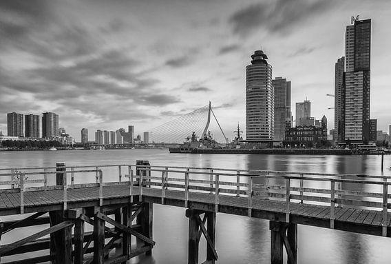 Kop van Zuid Rotterdam in Black & White van Ilya Korzelius