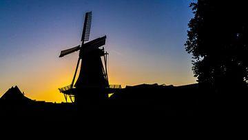 Molen in Winsum (Groningen) tijdens blue hour van Jessica Lokker