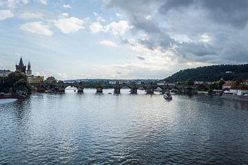 Karlsbrücke in Prag mit Sturm von Melvin Fotografie