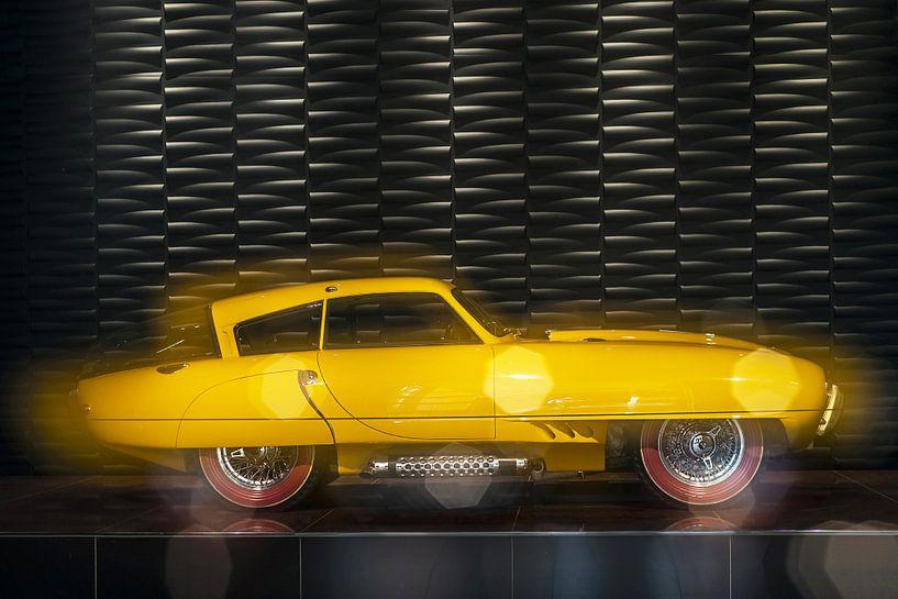 Klassieke auto - geel - Classic Car - Oldtimer - 1952 Pegaso Z-102  van Wim Goedhart