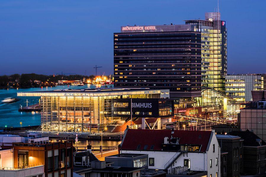 Muziekgebouw aan het IJ en Movenpick hotel Amsterdam van Renzo Gerritsen