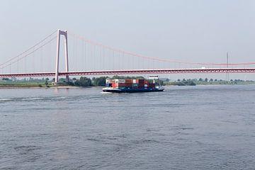 Vrachtschip op de Rijn