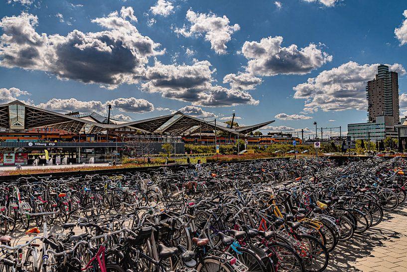 Fietsenstalling Spoorzone Tilburg van Freddie de Roeck
