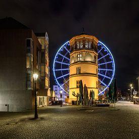 Castle tower and ferris wheel in Dusseldorf van Michael Valjak