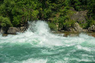 Spattend water van de bruisende stroomversnellingen van de Niagara rivier van LuCreator