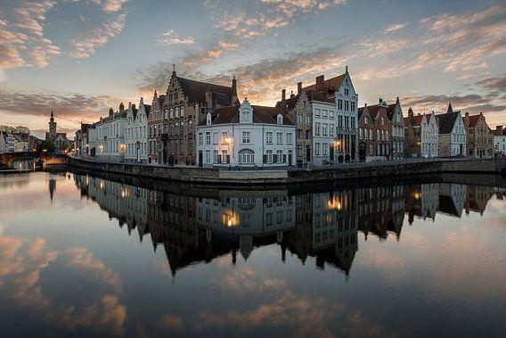 de spiegelrei in Brugge, Bruges, Belgie, Belgium van Krist Hooghe