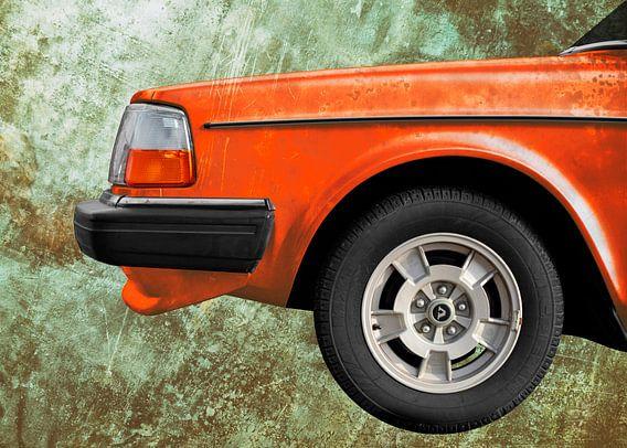 Volvo 240 in patina orange