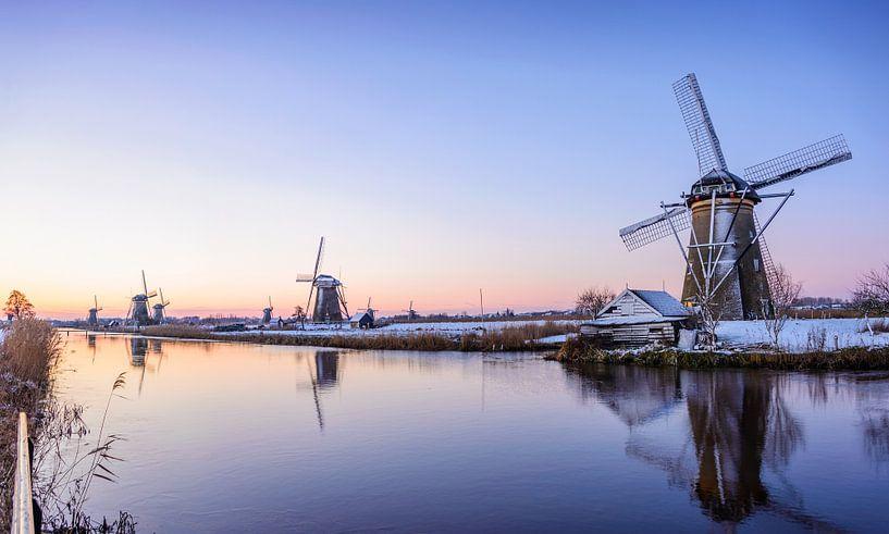 Winterse zonsopkomst in Kinderdijk van iPics Photography