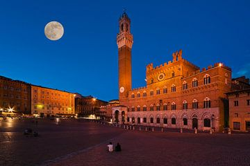 Siena, Italy van