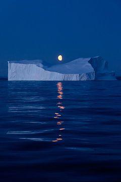 Moon over Greenland van