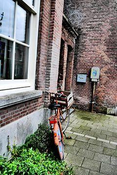 Utrecht - Fiets op stoep van Wout van den Berg
