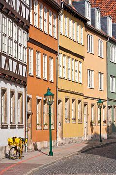 huizenrij in de oude binnenstad van Hannover van Werner Dieterich
