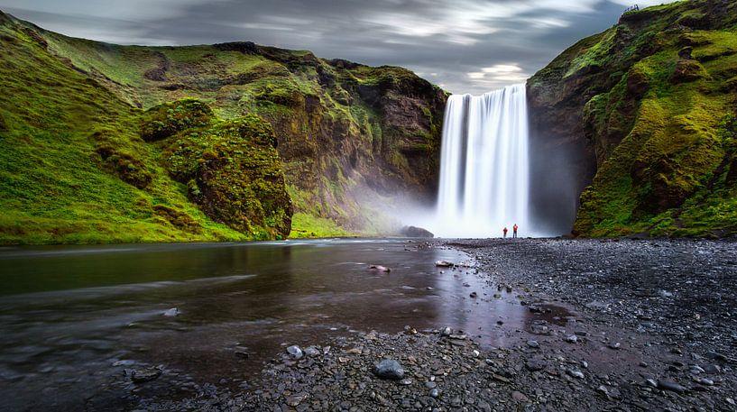 De waterval Skógafoss in IJsland van Yvette Baur