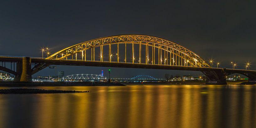 Waalbrug Nijmegen by Night - 1 van Tux Photography